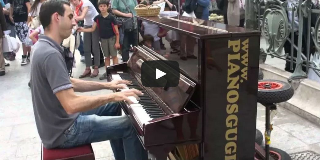 street piano player in paris