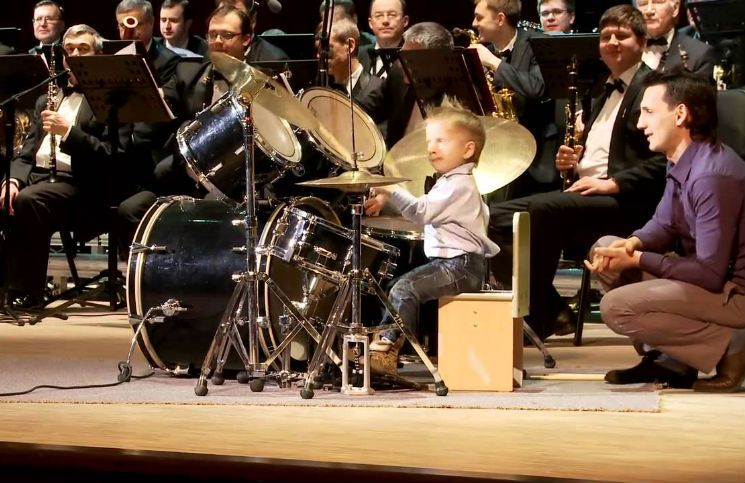 3 year old russian drummer