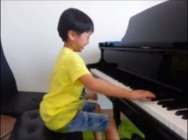 7-Year-Old Piano Prodigy Plays 'Flight Of The Bumblebee'