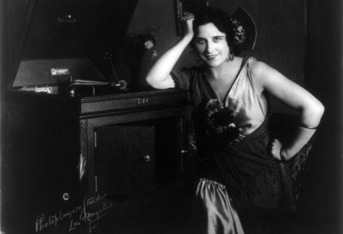 Geraldine Farrar as Carmen - Photo: Photoplayers Studio 1915/Wikimedia Commons