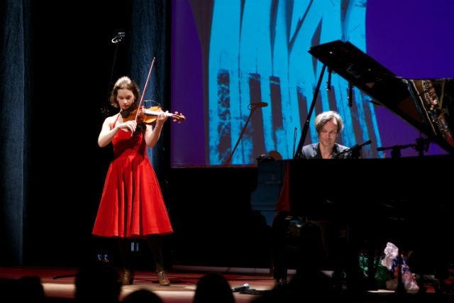 Hilary Hahn & Hauschka performing in Klub ŻAK, Poland - Photo: Dominik Staniszewski