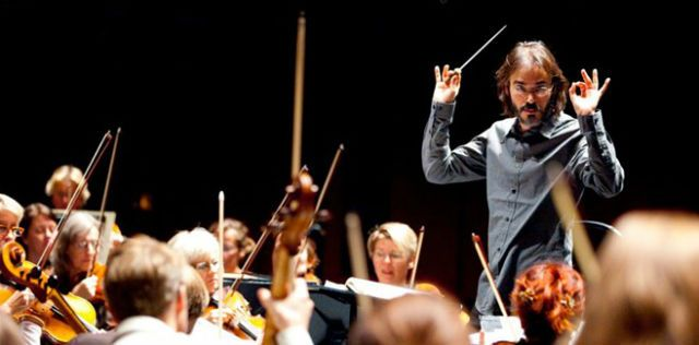 Tectonics music director Ilan Volkov conducting Iceland Symphony Orchestra during Tectonics Festival