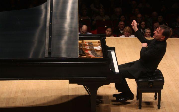 Pianist Stephen Hough. (Photo by Hiroyuki Ito)