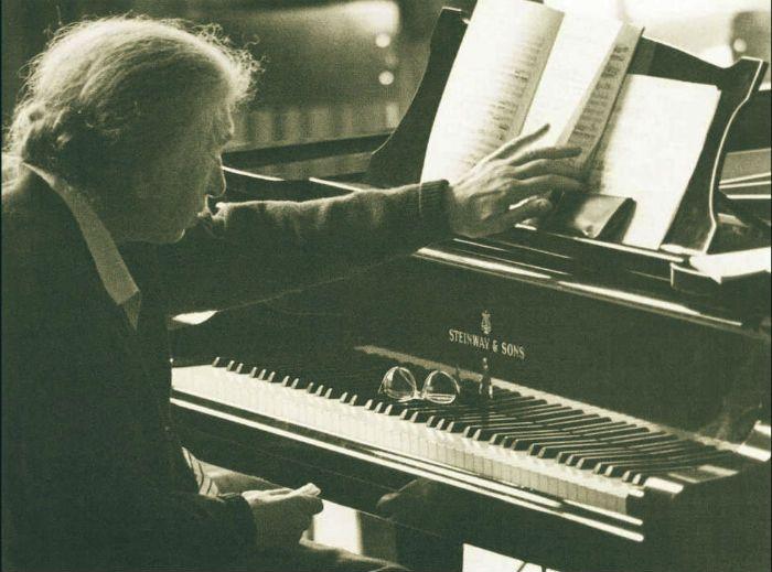 Clara Haskil plays Mozart's Piano Concerto No. 20