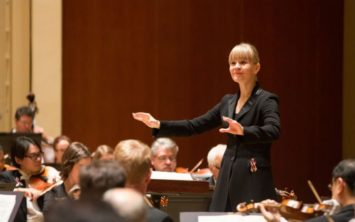 Susanna Mälkki conducts the ASO. Photo: Jeff Roffman/artsatl.com