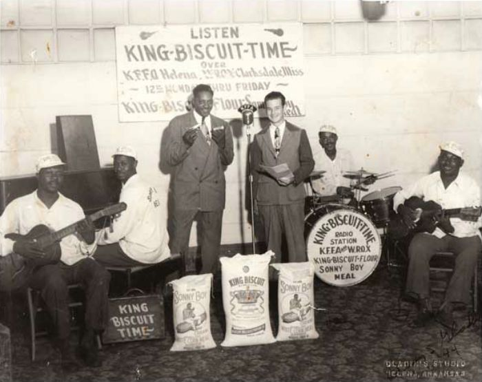 Sonny Boy Williamson – 1944 King Biscuit Time Photograph (recordmecca.com)