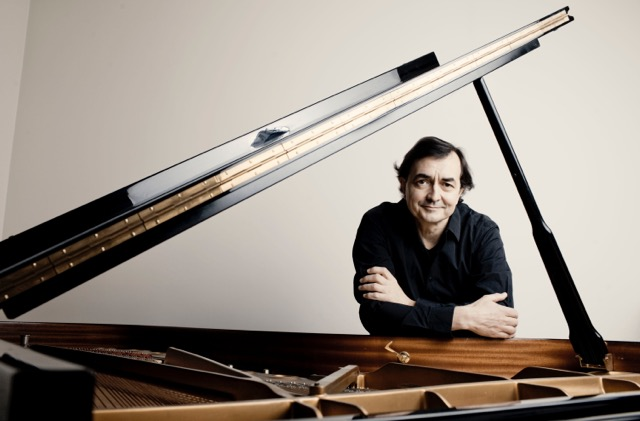 The pianist Pierre-Laurent Aimard provides the music for this animation of Bach's Well-Tempered Clavier.