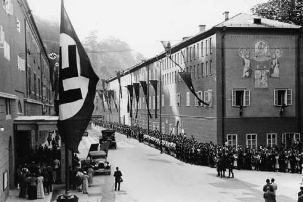 1938: The Festival as propaganda vehicle: Nazi flags line the approach to the Festival Theatre.