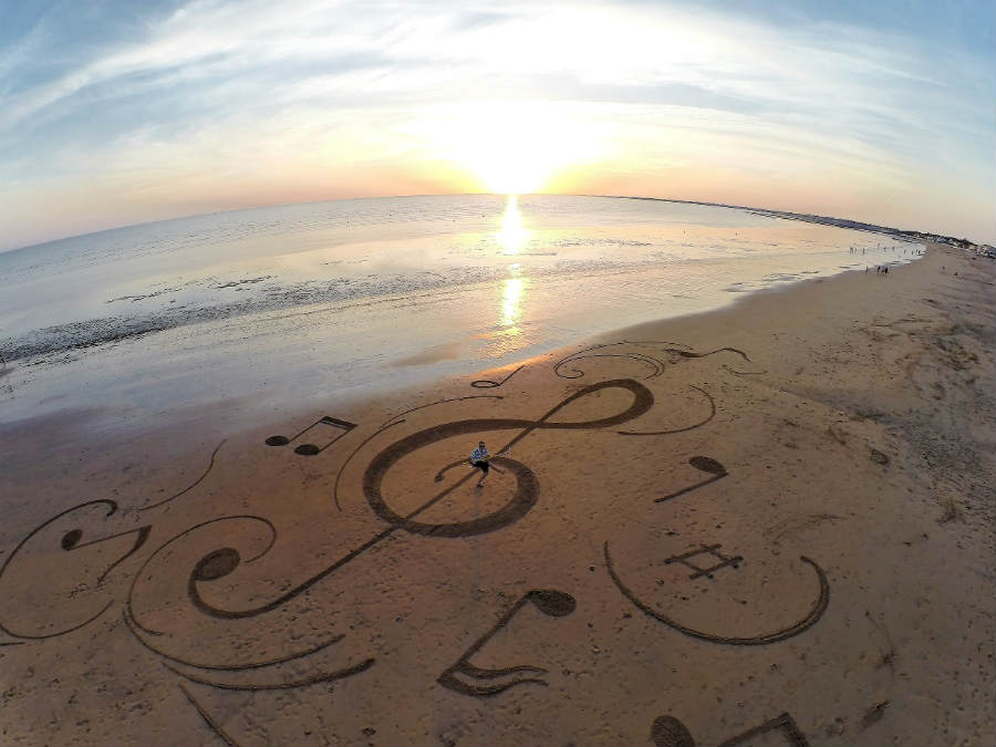 treble clef sand art