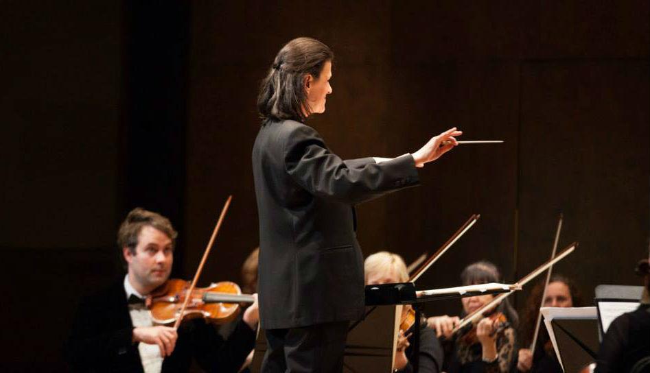 conductor Wanda Kaluzny Montreal Chamber Orchestra