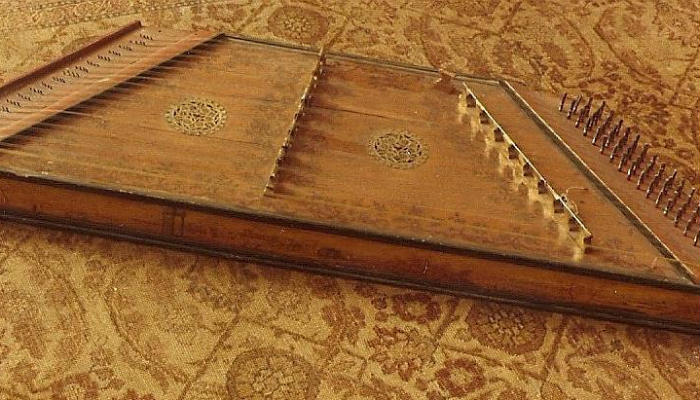 Early Belgian Dulcimer (or Hackebrett) from the Hans Adler collection.
