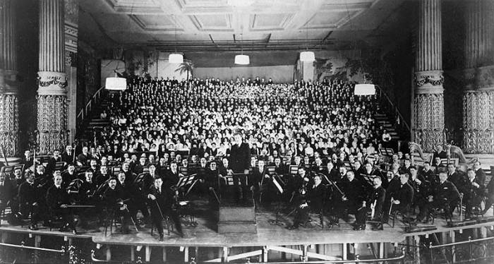 Philadelphia Orchestra at American Premiere of Mahler's 'Symphony of a Thousand' (1916).