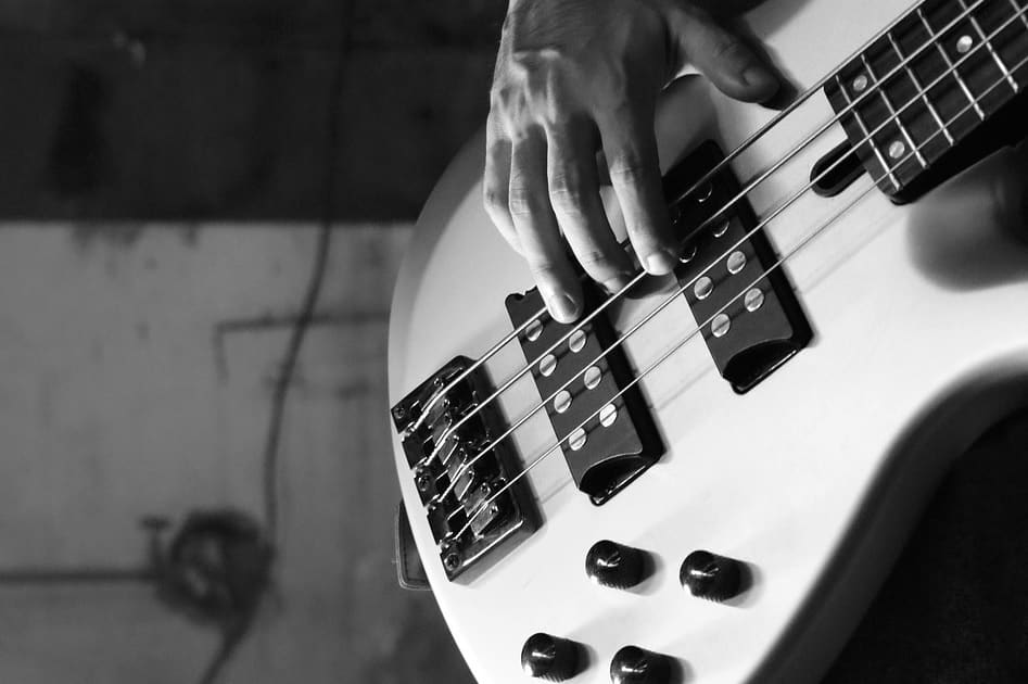 Learn How to Play Bass Guitar: A Complete Beginners' Guide