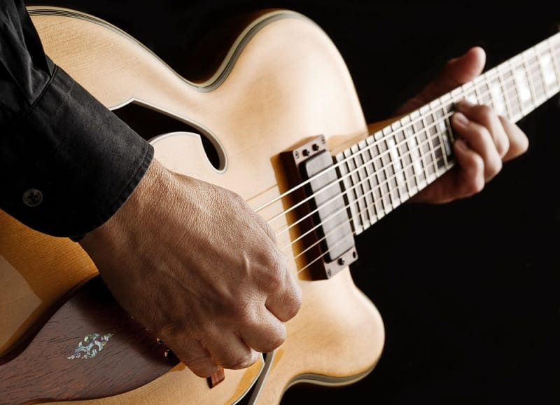 How to Learn Jazz Guitar at Home by Yourself