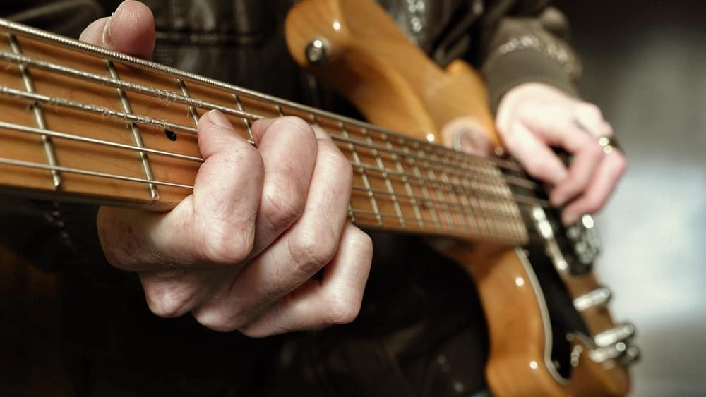 learn guitar left hand training lessons online