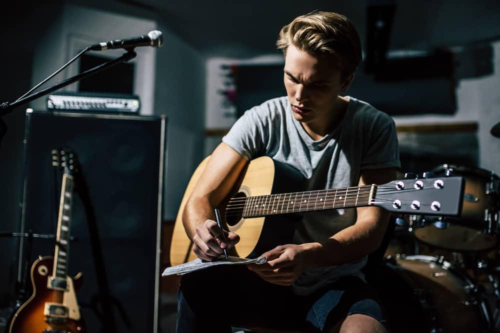 learn singer songwriter guitar lessons online