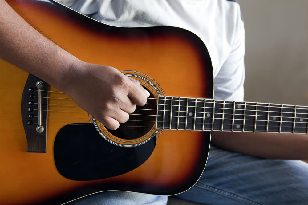 learn guitar boom chick strumming pattern lessons online