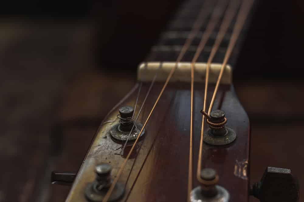 ariana guitar